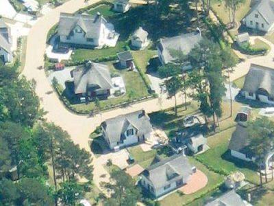 Luftbild-Glowe-Ruegen-Ferienhaus-mit-Garten