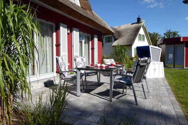 terrasse-vom-ferienhaus-in-glowe-auf-ruegen-strandlaeufer-nest